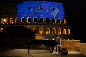 Zucchero dal Colosseo, con Bono 'Canta la vita'